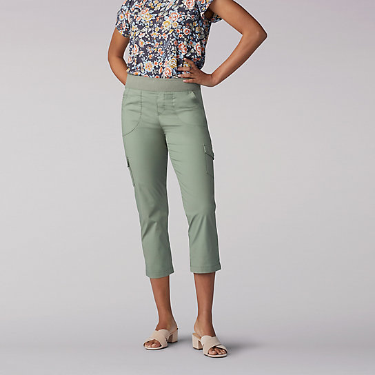 Flex-To-Go Relaxed Fit Pull On Knit Waist Cargo Rolled Hem Capri - Petite