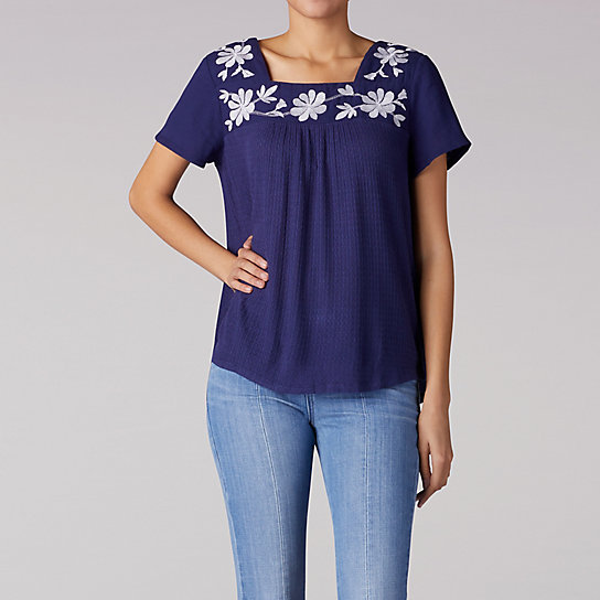 Short Sleeve Top With Embrodery